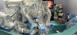 un robot chirurgical de pointe.